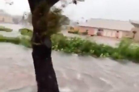 Casas foram tomadas por água durante Dorian