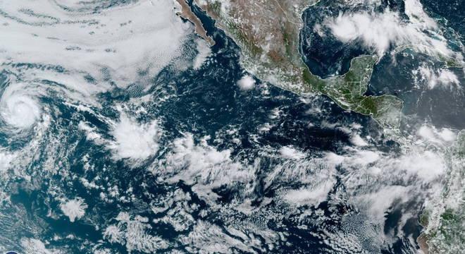 Temporada neste ano começou cedo, com o furacão Douglas perto dos EUA
