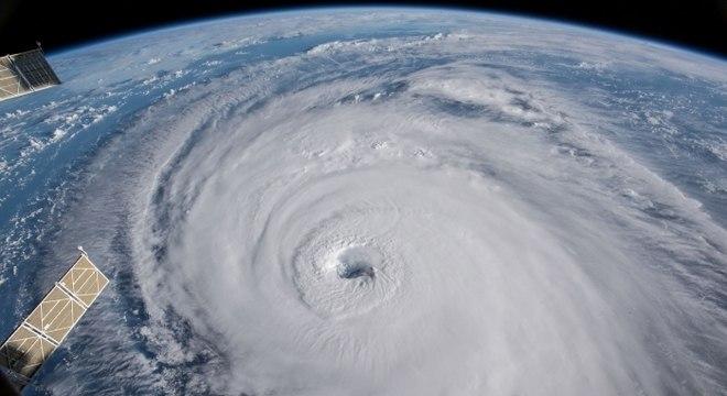 Florence ameaça costa leste com enchentes e chuvas torrenciais possivelmente catastróficas
