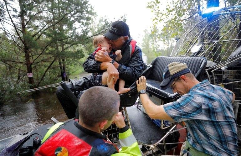 Furacão Florence vira tempestade e devasta EUA com chuvas torrenciais