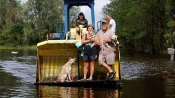 __Mortos chegam a 32 e inundações ameaçam várias cidades nos EUA__ (Reprodução)