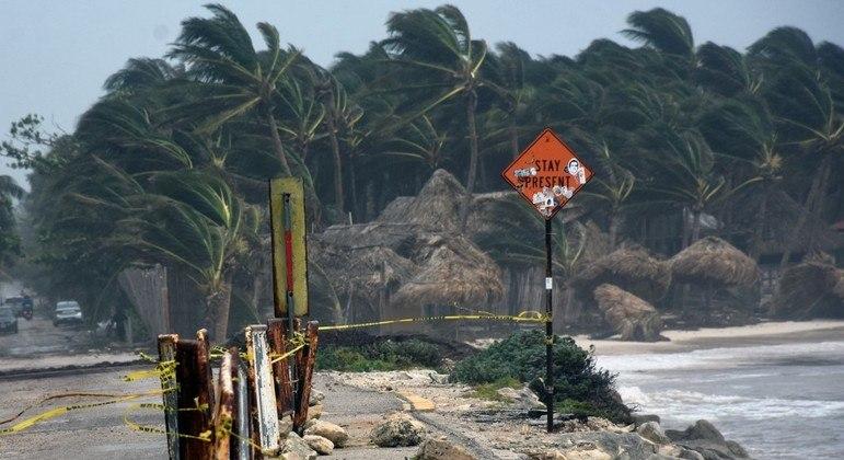 Furacão alcança velocidade máxima de 150 km/h perto do estado de Veracruz