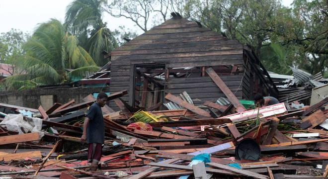 Passagem de furacão deixou 16 mortos e 4 desaparecidos