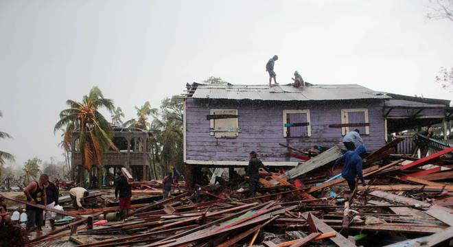 Ainda não se sabe a extensão dos danos causados por furacão