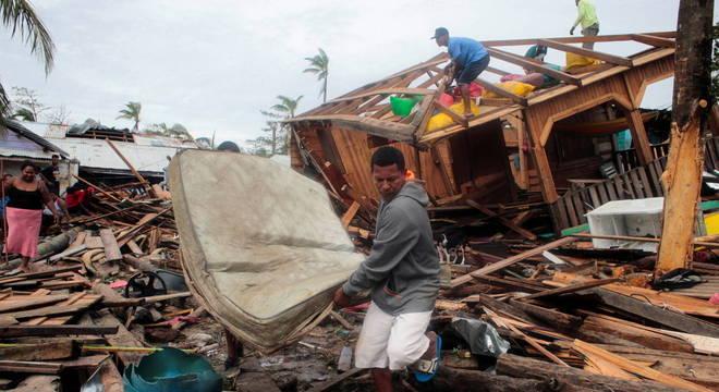 Furacão causou inundações e deslizamentos de terra