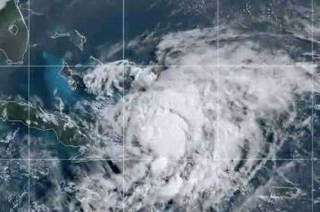 furacão Isaias ficou mais forte e segue em direção à Flórida