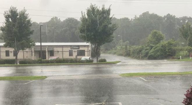 Winston Salem, na Carolina do Norte, atingida por chuvas provocadas pelo furacão Isaias