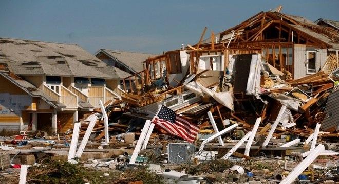 Furacão Michael deixou rastro de destruição e número de vítimas pode subir