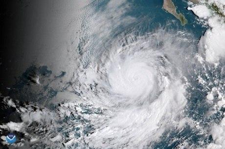 Tempestade foi classificada como categoria 4