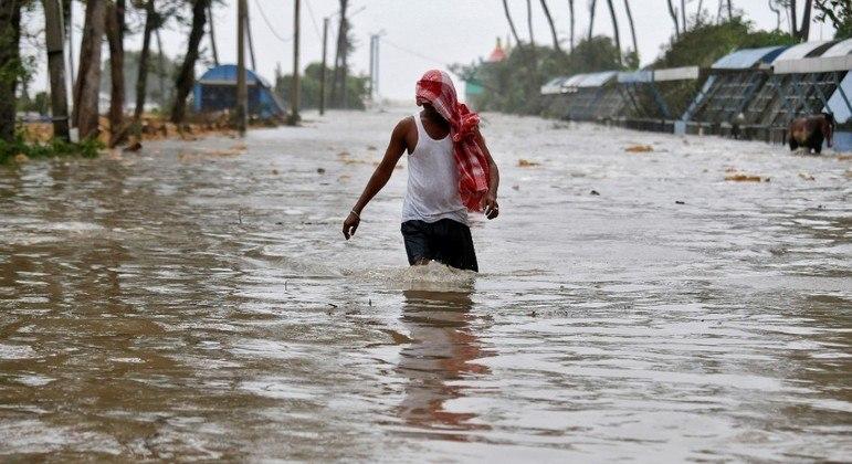 A previsão é de que o ciclone Yaas cause estragos por conta das fortes chuvas