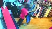 Câmeras mostram mulher usando uma criança para furtar loja em BH