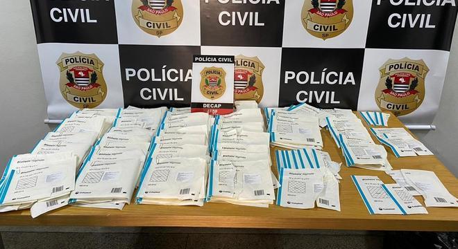 Foram apreendidos R$30 mil em produtos hospitalares na casa da mãe de suspeito
