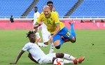O primeiro tempo terminou empatado em 0 a 0, com a seleção brasileira enfrentando muita dificuldade para chegar ao ataque da Costa do Marfim