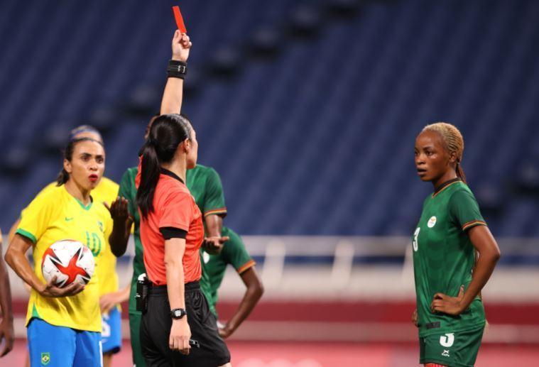 Zâmbia ficou sem uma jogadora a partir dos 13 do primeiro tempo. Brasil não quis mais gols