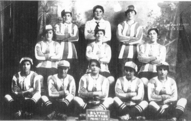 Futebol europeu - Já na Europa, o esporte, especialmente o futebol, foi afetado pela Primeira Guerra Mundial, não pela Gripe Espanhola. A Grã-Bretanha usou jogadores como soldados, e primeiro torneio continental não foi à frente por derrota da Áustria.