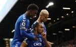 Ainda na Inglaterra, Everton e Leeds United se enfrentaram no duelo marcado pelo confronto entre Richarlison e Raphinha. A partida terminou em 2 a 2, com Calvert-Lewin e Gray marcando pelo Everton