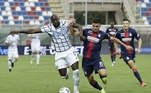 Na Itália o cenário é muito parecido. A Inter de Milão venceu o Crotone, fora de casa, por 2 a 0, com gols de Hakime e Eriksen. A vitória leva a equipe de Antonio Conte aos 82 pontos, 13 a mais que o segundo lugar Milan, que tem 69