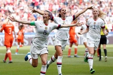 Rapinoe comemora o primeiro gol americano