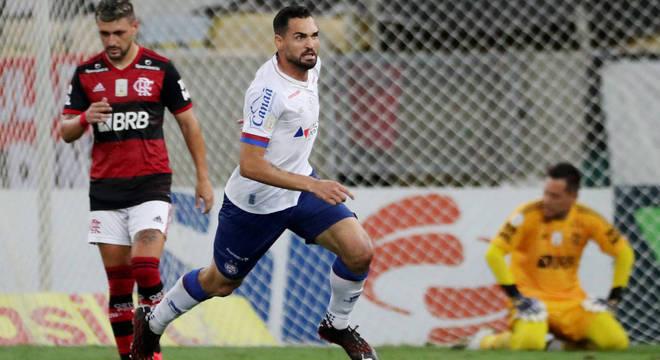 Gilberto comemora gol do Bahia contra o Flamengo no Maracanã