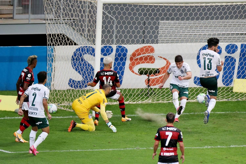 O bizarro gol contra de Luan. Afobação e ansiedade do chileno
