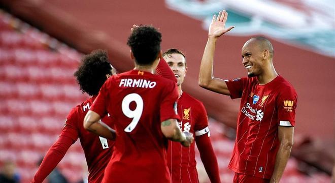 Liverpool tem campanha praticamente perfeita na Premier League