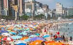 RIO DE JANEIRO,RJ,10.01.2021:PRAIA-LEBLON-MOVIMENTAÇÃO - Movimentação intensa na Praia do Leblon, na cidade do Rio de Janeiro, RJ, neste domingo, 10. (Foto: Bruno Martins/Futura Press/Folhapress)