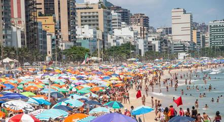 Movimentação na praia do Leblon (RJ) no dia 10