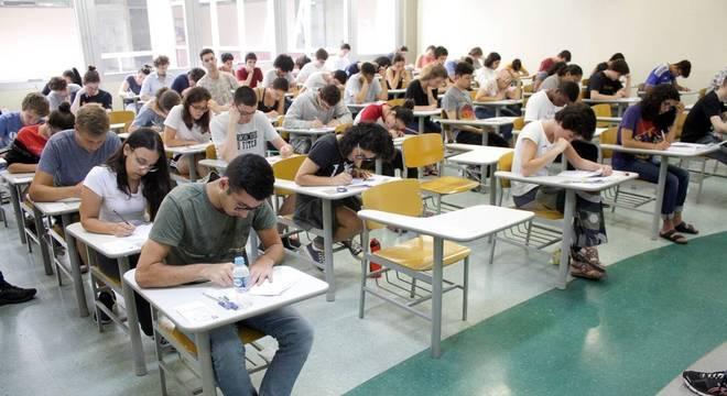 Estudantes devem ficar atentos ao calendário e protocolos de segurança