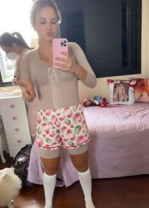 Gabi mostrou a roupa que precisa usar pós-cirurgias