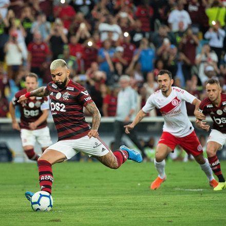 Valor de mercadoGabigol está emprestado ao Flamengo pela Inter de Milão. Se o clube carioca quiser comprar os direitos do craque, terá que pagar R$ 137 milhões. Segundo o site Transfermarkt, ele está avaliado em R$ 82 milhões