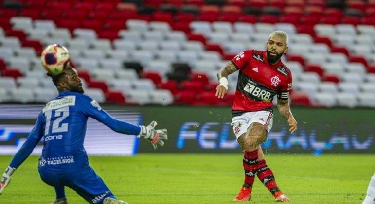 Gabigol tem aprimorado finalizações com Rogério Ceni. Foram mais dois gols ontem