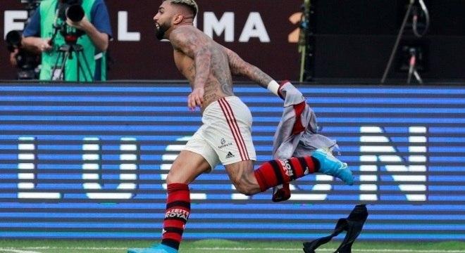 Gabigol. 40 gols em 53 partidas. Artilheiro do Brasileiro e da Libertadores
