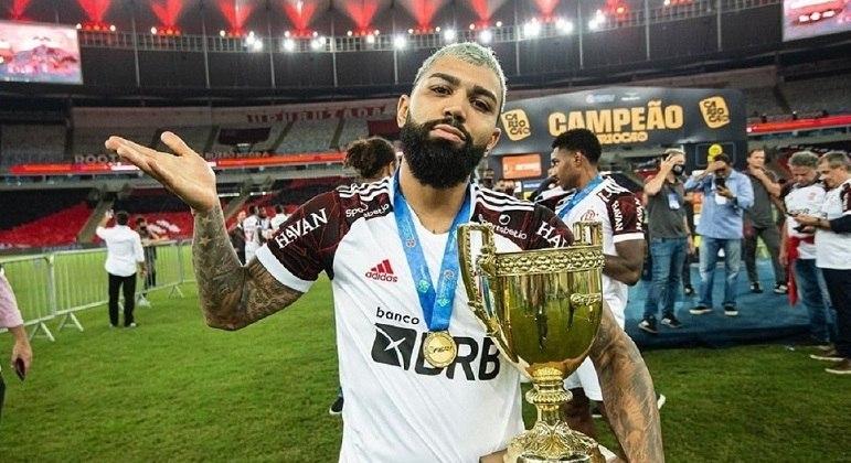Gabigol comemora título carioca, competição transmitida pela Record