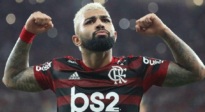 Campeão da Libertadores, do Brasil, do Rio. Sem patrocinador master