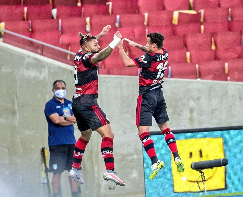 Gabigol e Michael comemoram o gol da vitória do Flamengo