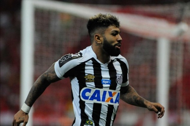 Gabigol é o principal artilheiro do Campeonato Brasileiro e ocupou o posto na Copa do Brasil. A retomada da boa fase no Santos credenciam sua possível convocação