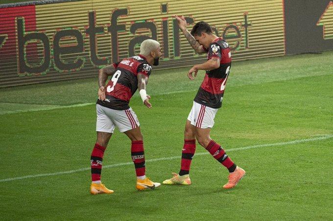 Gabigol e Pedro comemoram o  segundo gol do Flamengo. Parceria de artilheiros