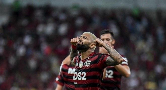 Gabigol marcou golaço e fez sua tradicional comemoração na vitória do Flamengo