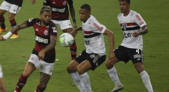 """Rogério Ceni destacou a pressão do Flamengo sobre o São Paulo. """"Derrota irreal"""""""
