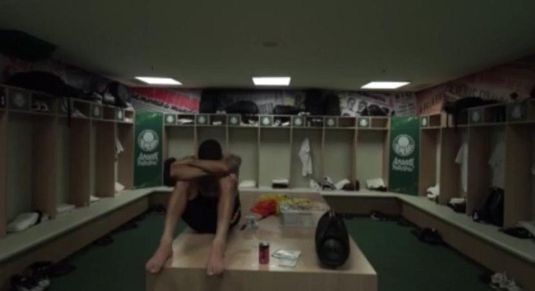 O sofrimento de Gabriel exposto, após expulsão, e goleada. 5 a 0 para o Palmeiras