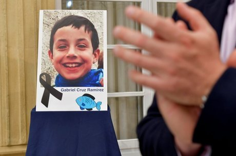 Uma foto de Gabriel oi colocada na sede do governo de Almería, na Espanha, para homenageá-lo