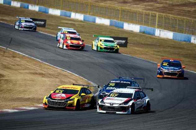 Gabriel Casagrande e Matías Rossi travam boa disputa na primeira corrida