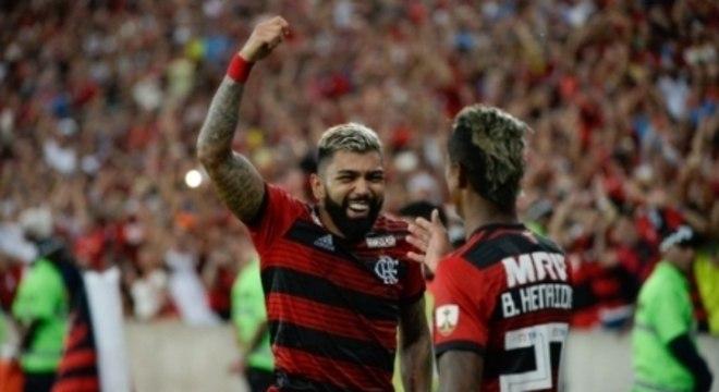 Gabriel comemora o seu tento, contra a LDU, no Maracanã