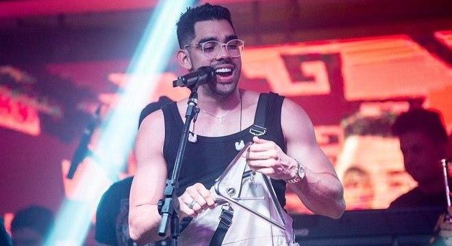 """Interprete da música """"Jenifer"""", Gabriel Diniz se destacou no Carnaval deste ano"""