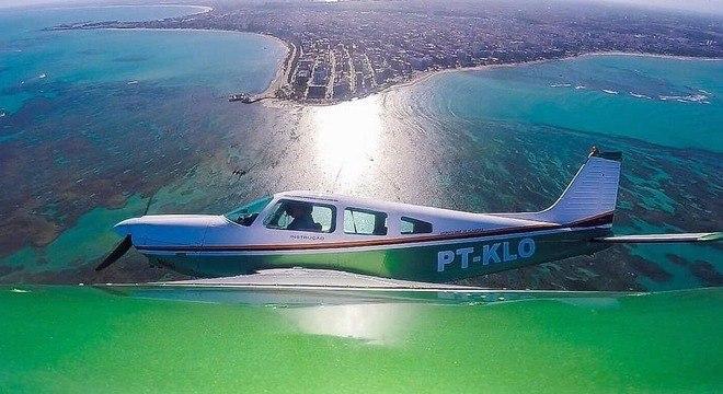 Avião que transportava Gabriel Diniz cai em região de mangue em Sergipe