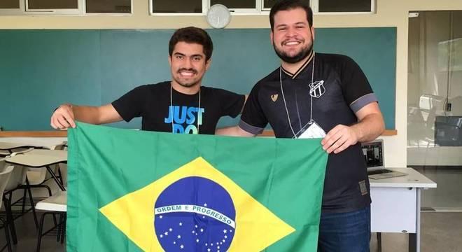 Gabriel e Francisco durante a IMO, em setembro; ambos desenvolveram o gosto pela matemática ao se preparar para competições olímpicas