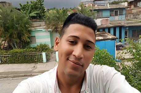 Gabriel, estudante cubano que aguarda naturalização