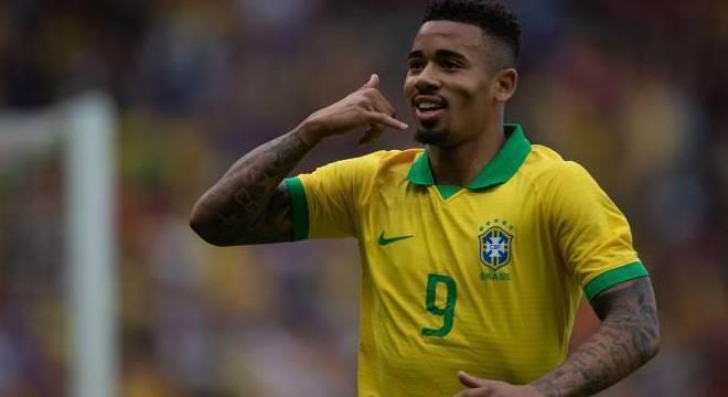 Gabriel Jesus, dois gols. Sem Neymar, o atacante pôde atuar como gosta