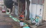 """Mostra ser possívelAtacante da seleção, Jesus também mostra nas suas redes sociais sua foto pintando a rua na Copa do Mundo em 2014. O jovem em menos de quatro anos conquistou sua vaga na seleção, tanto que esteve no elenco da Copa do Mundo de 2018. Assim ele mostra, para os jovens, ser possível conquistar o mundo: 'Deixa o """"maloca"""" sonhar...'"""