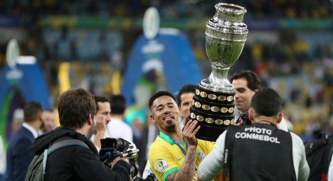 Gabriel Jesus sorriu depois de chorar na final da Copa América no Maracanã